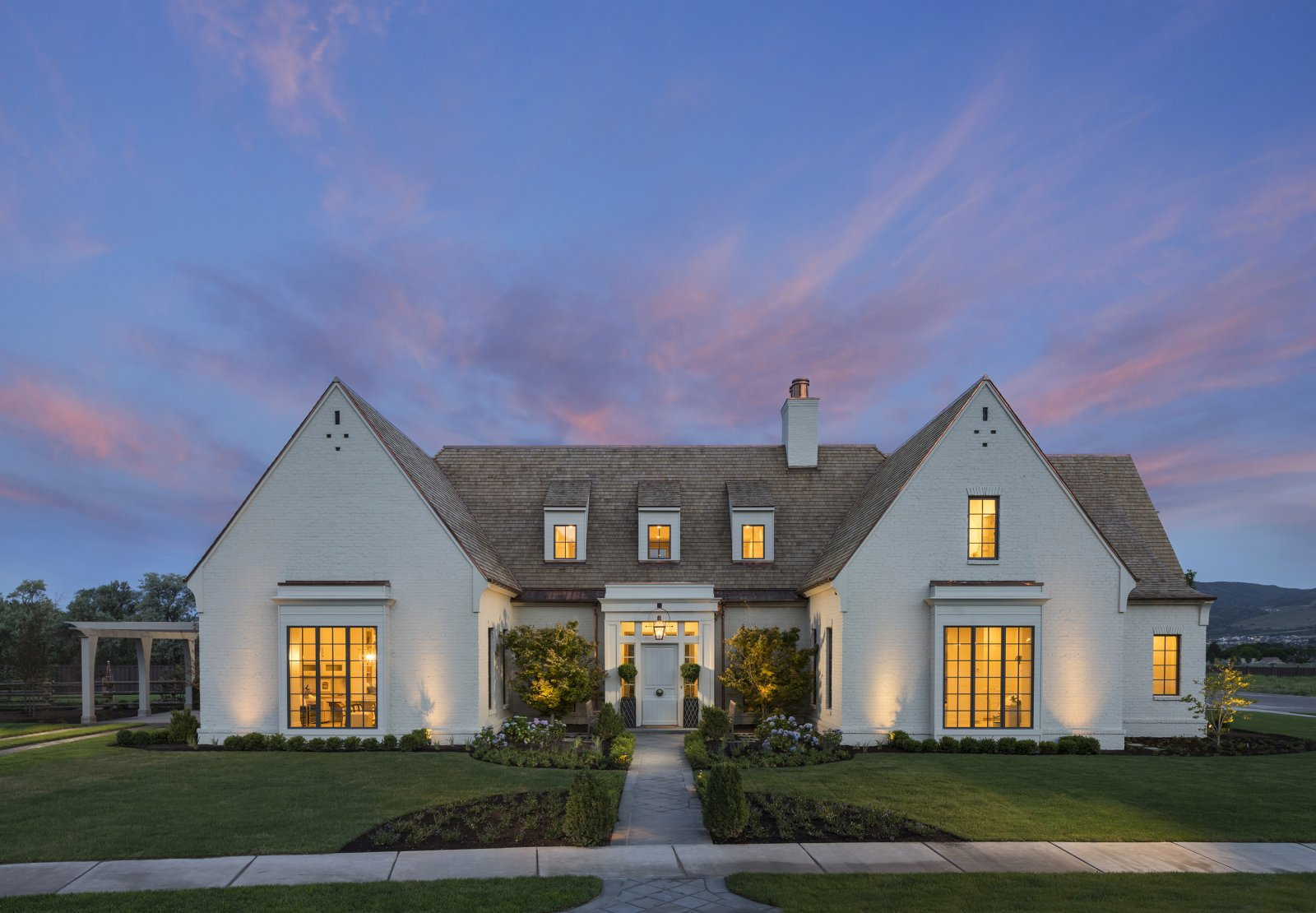 Utah valley parade of homes 2016 1500 trend home design for Utah home designers