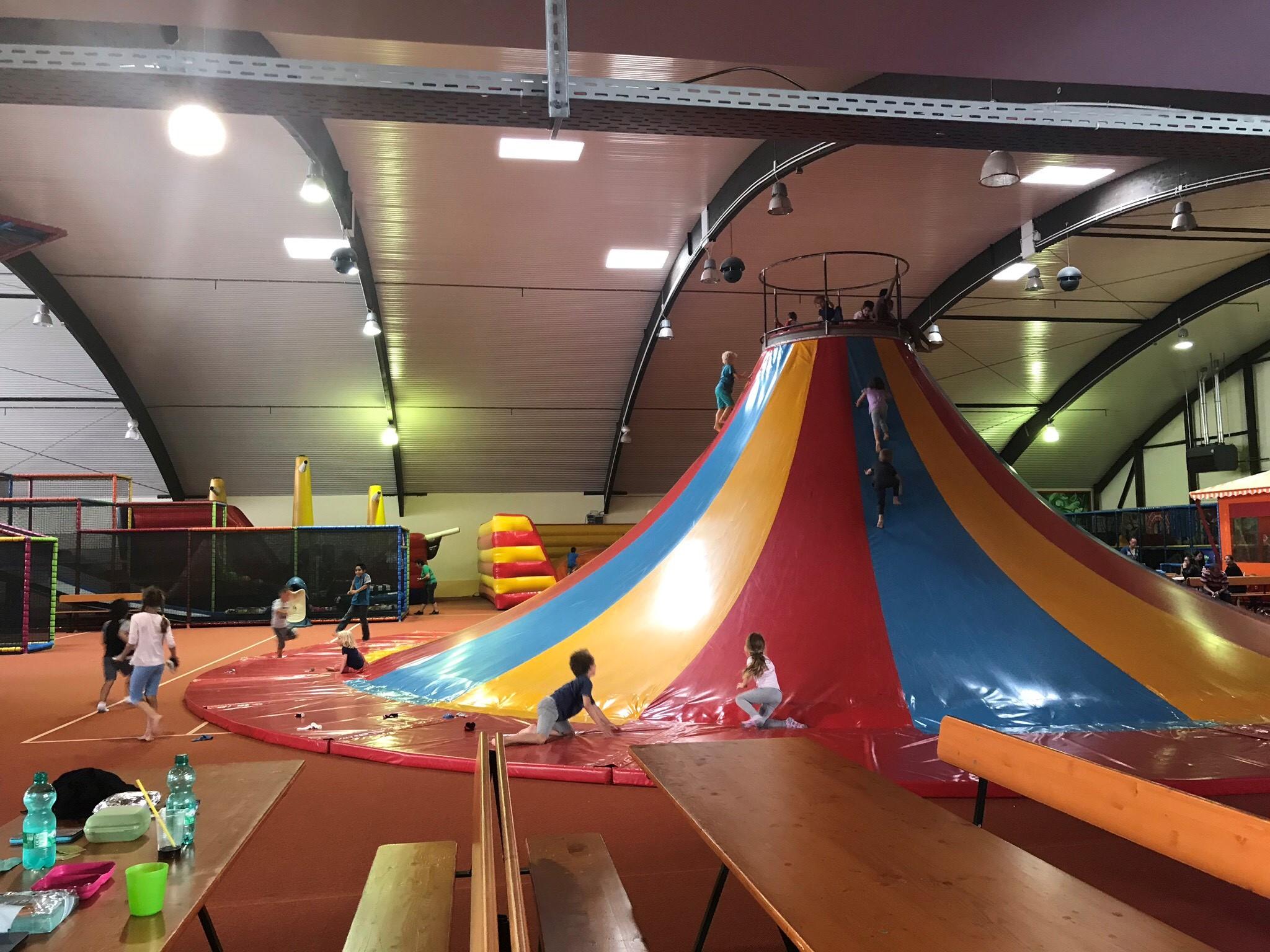 trampoline indoorspielplatz trier ausflugstipp f r kinder in trier. Black Bedroom Furniture Sets. Home Design Ideas