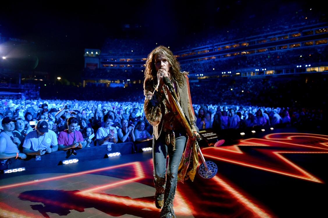 steve tyler on stage