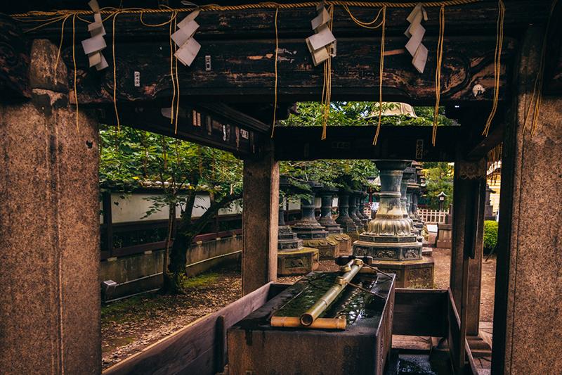 Shrine_water