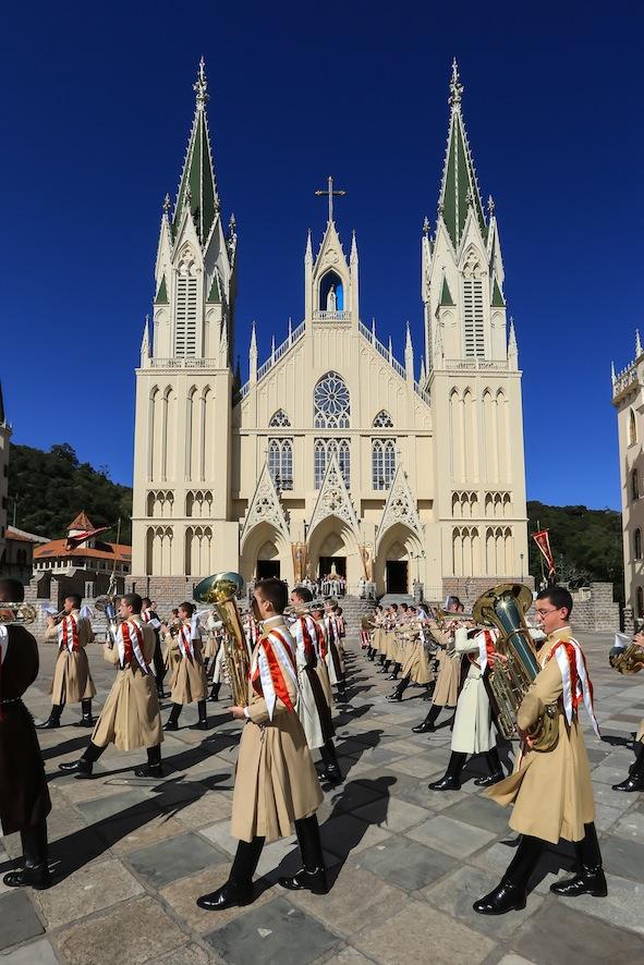 arautos-do-evangelho-basilica-nossa-senhora-do-reosario-jovens-igreja-catolica