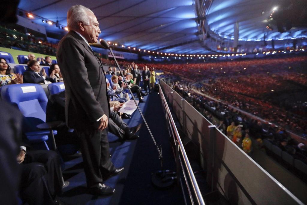 Brasil Presidente interino Michel Temer declara a abertura dos Jogos Olímpicos de 2016, durante a cerimônia de abertura no Rio de Janeiro, Brasil, Sexta-feira, 5 de agosto de 2016. (AP Photo / Mark Humphrey, Pool)