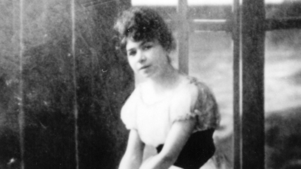 Storni nació en Sala Capriasca, Suiza, y fue la tercera hija del matrimonio Storni