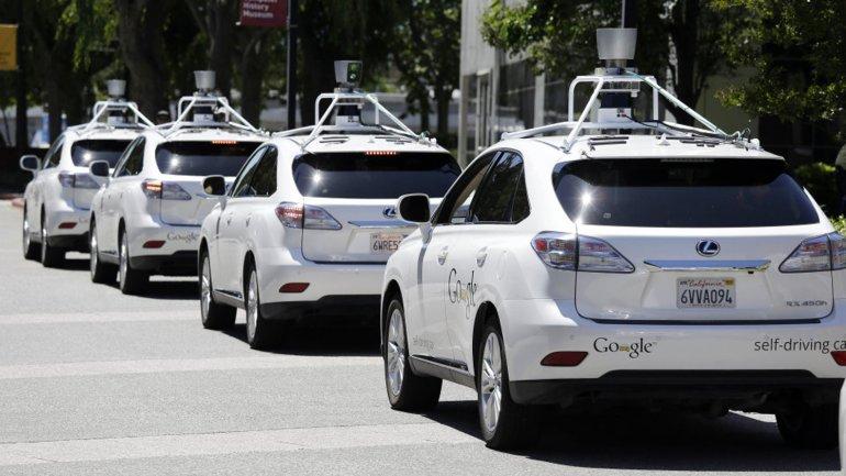 Googleanunció que contratará personal para medir el rendimiento de su autos