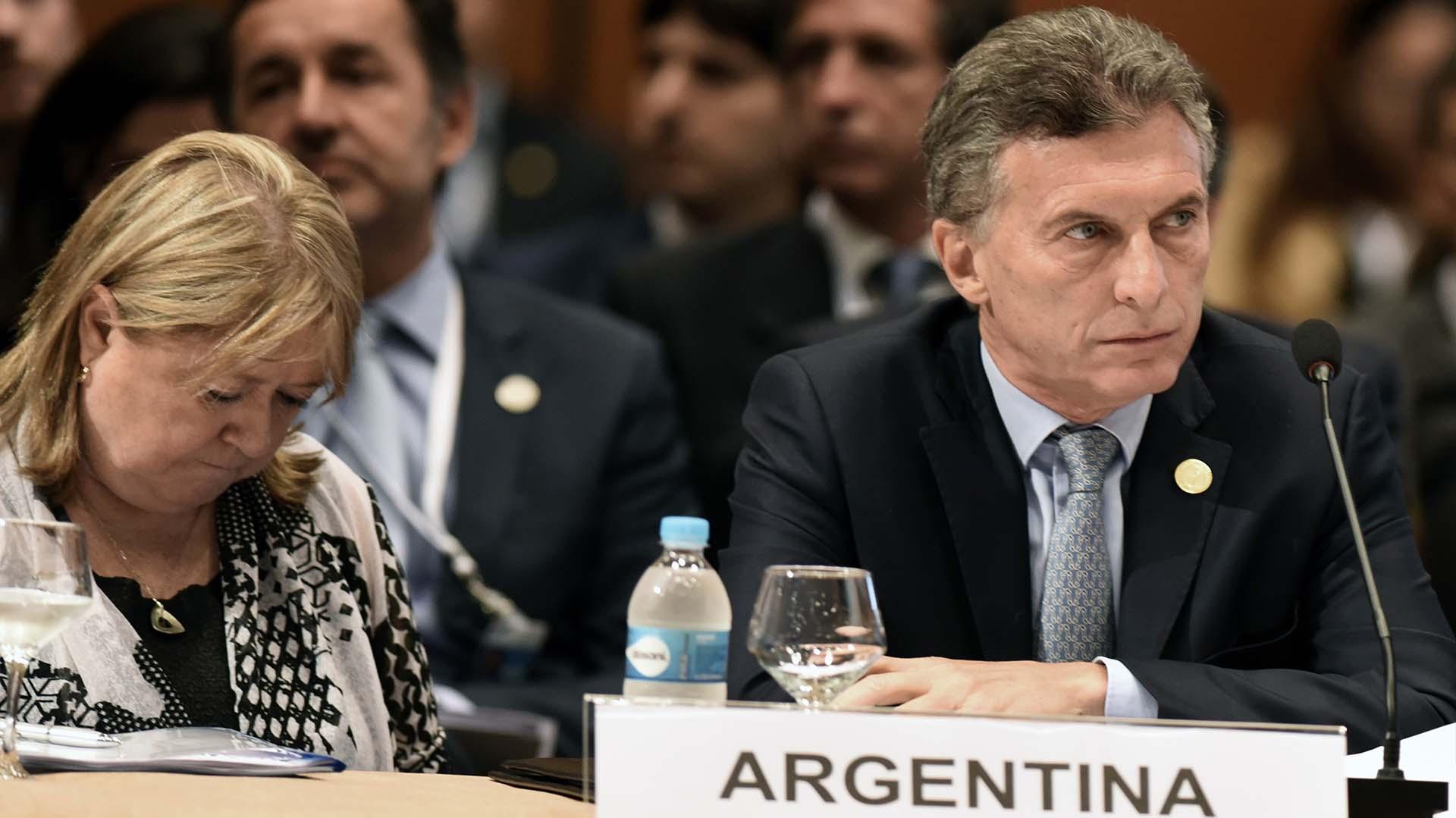 Susana Malcorra junto a Mauricio Macri en la Cumbre del Mercosur en Paraguay (AFP)