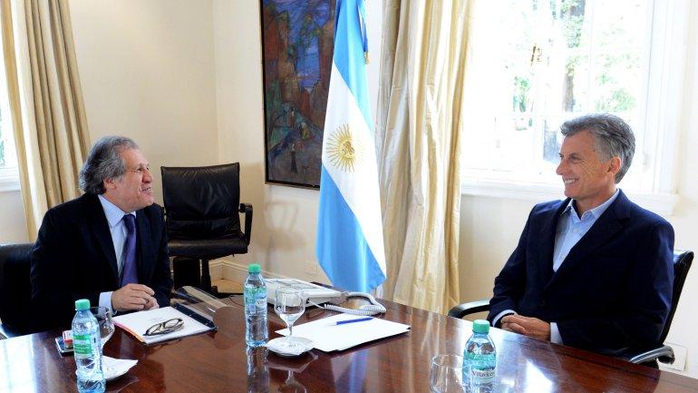 Luis Almagro, el Secretario General de la OEA,durante un encuentro con Mauricio Macri en 2016.