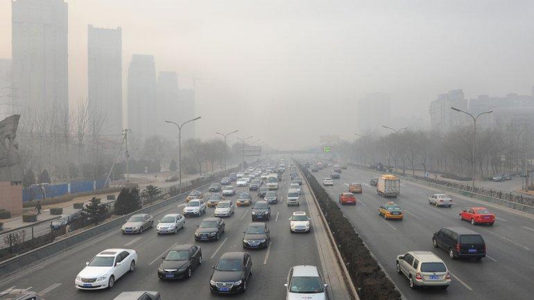 Según datos de la OMS por año hay más de siete millones de muertes relacionadas a la contaminación ambiental (Shutterstock)