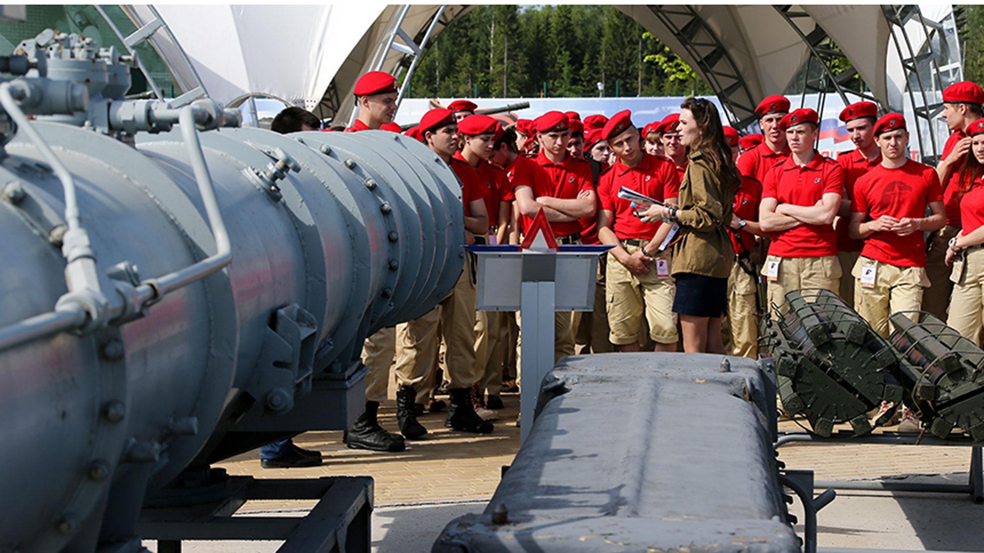El reclutamiento de estos jóvenes se da en momentos en que crece la tensión entre Vladimir Putin y los países occidentales