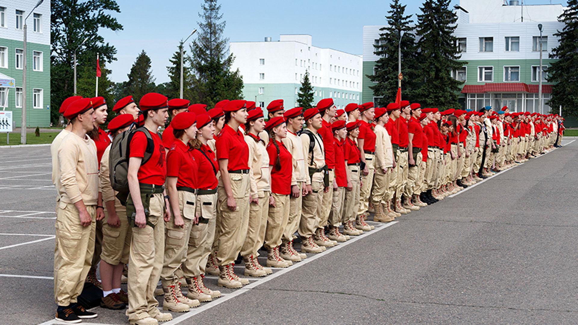Desde el Ministerio de Defensa rechazaron las acusaciones y aseguran que estos jóvenes son el futuro brillante de Rusia