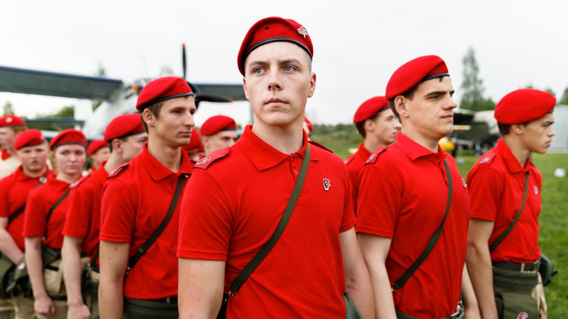 En total se enrolaron 104 adolescentes. El movimiento se llama Yunarmiya y recuerda a la era soviética y a las Juventudes Hitlerianas