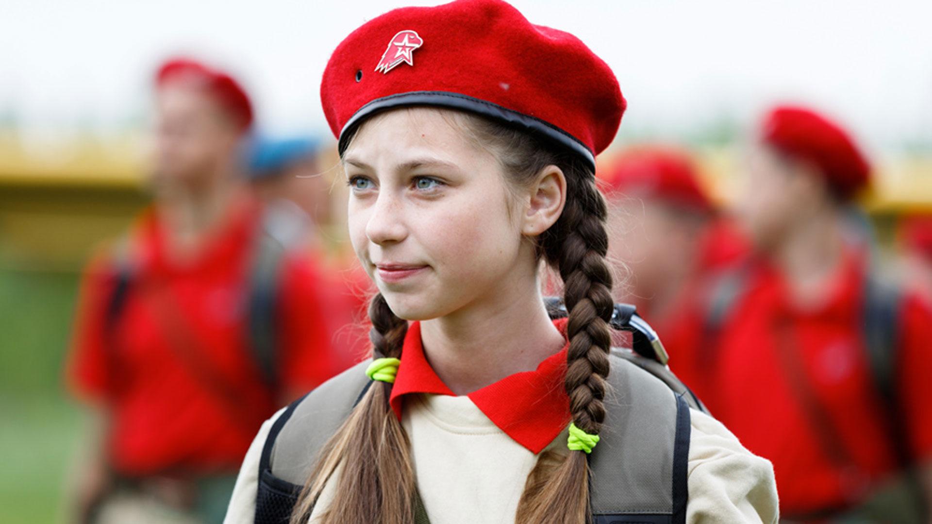 Niños y niñas de hasta 10 años se alistaron en sus filas. El Ministerio de Defensa de Rusia publicó las fotografías en su sitio