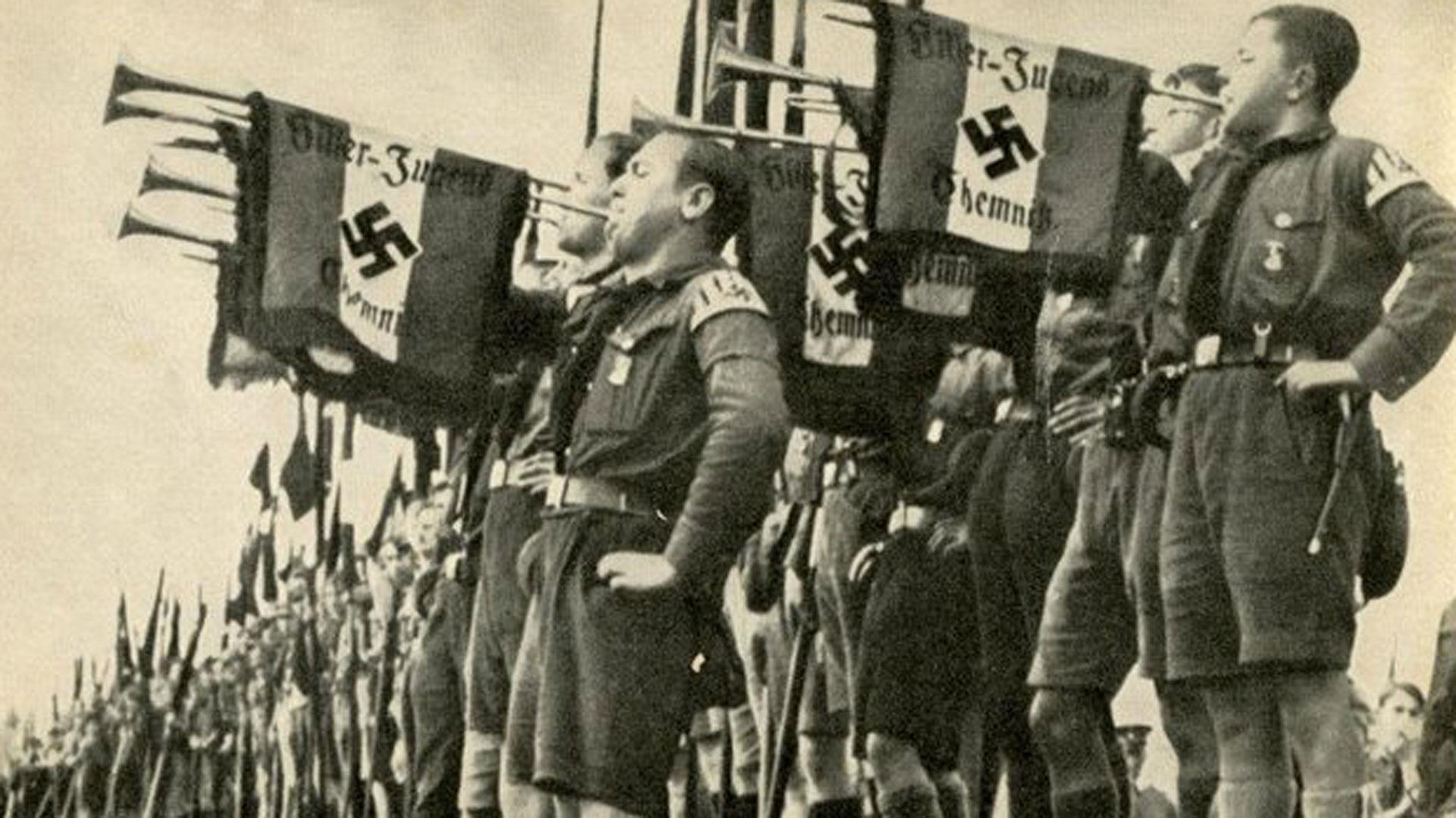 Se calcula que para 1940, en pleno apogeo del nazismo en Europa, las Juventudes Hitlerianas contaron con 8 millones de miembros entre sus filas. Muchos de ellos servirían a la maquinaria asesina del régimen
