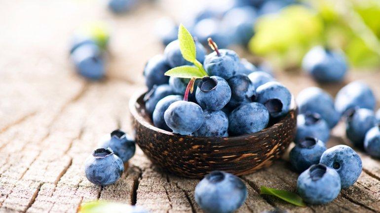 Los arándanos contienen dosis elevadas de vitamina C y E (Shutterstock)