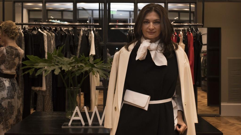 Una blusa blanca con lazo le otorga un look elegante y sofisticado, así lució Mariana Arias (Adrián Escandar)