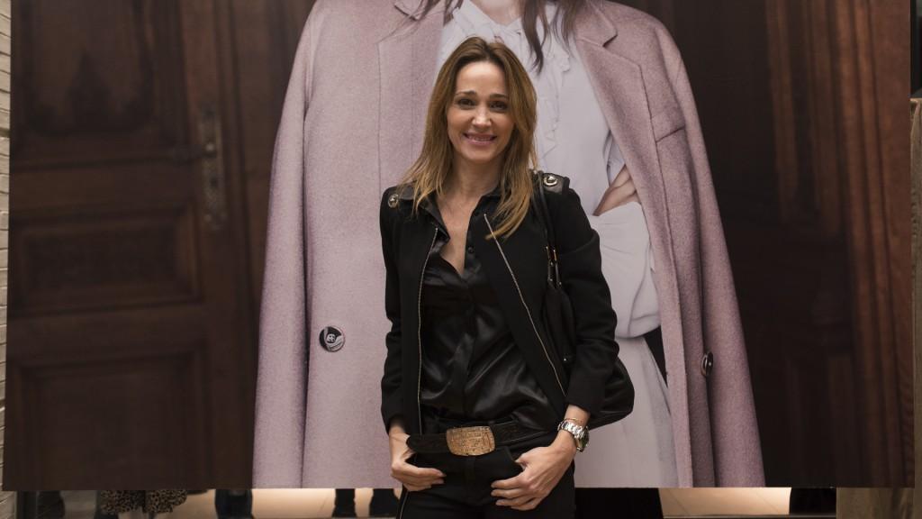 La chaqueta de cuero, un prenda que trasciende todas las estaciones. Vero Lozano la luce sexy y moderna (Adrián Escandar)