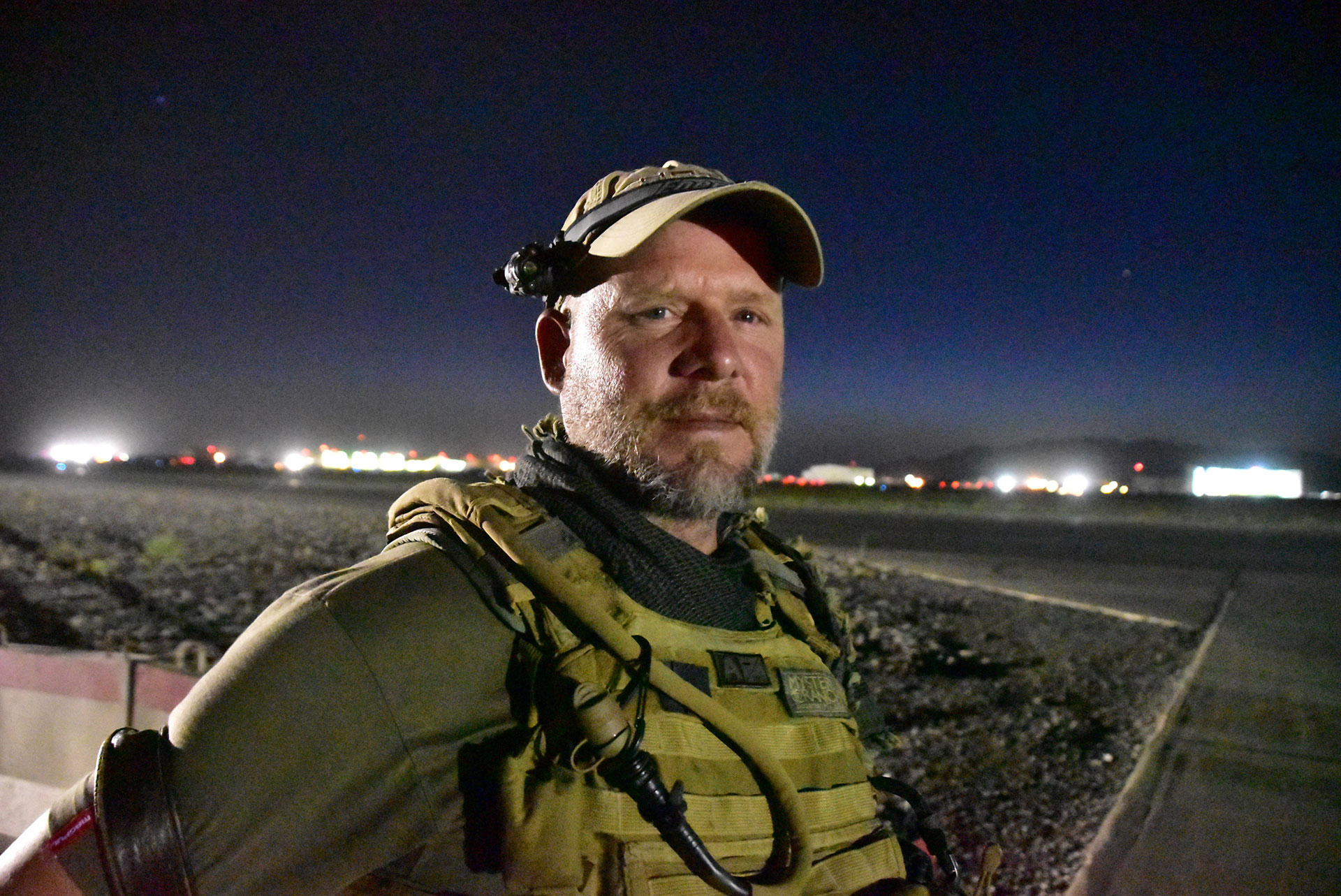 David Gilkey, en una de sus últimas fotografías tomadas el 29 de mayo pasado en la base aérea de Kandahar, en Afganistán