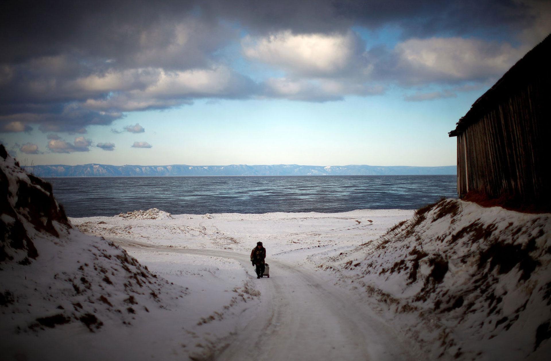 En 2012, junto a dos colegas, Gilkey subió al Tren Transiberiano que une Moscú con el Océano Pacífico. Tras dos semanas, arribaron a la ciudad portuaria de Vladivostok