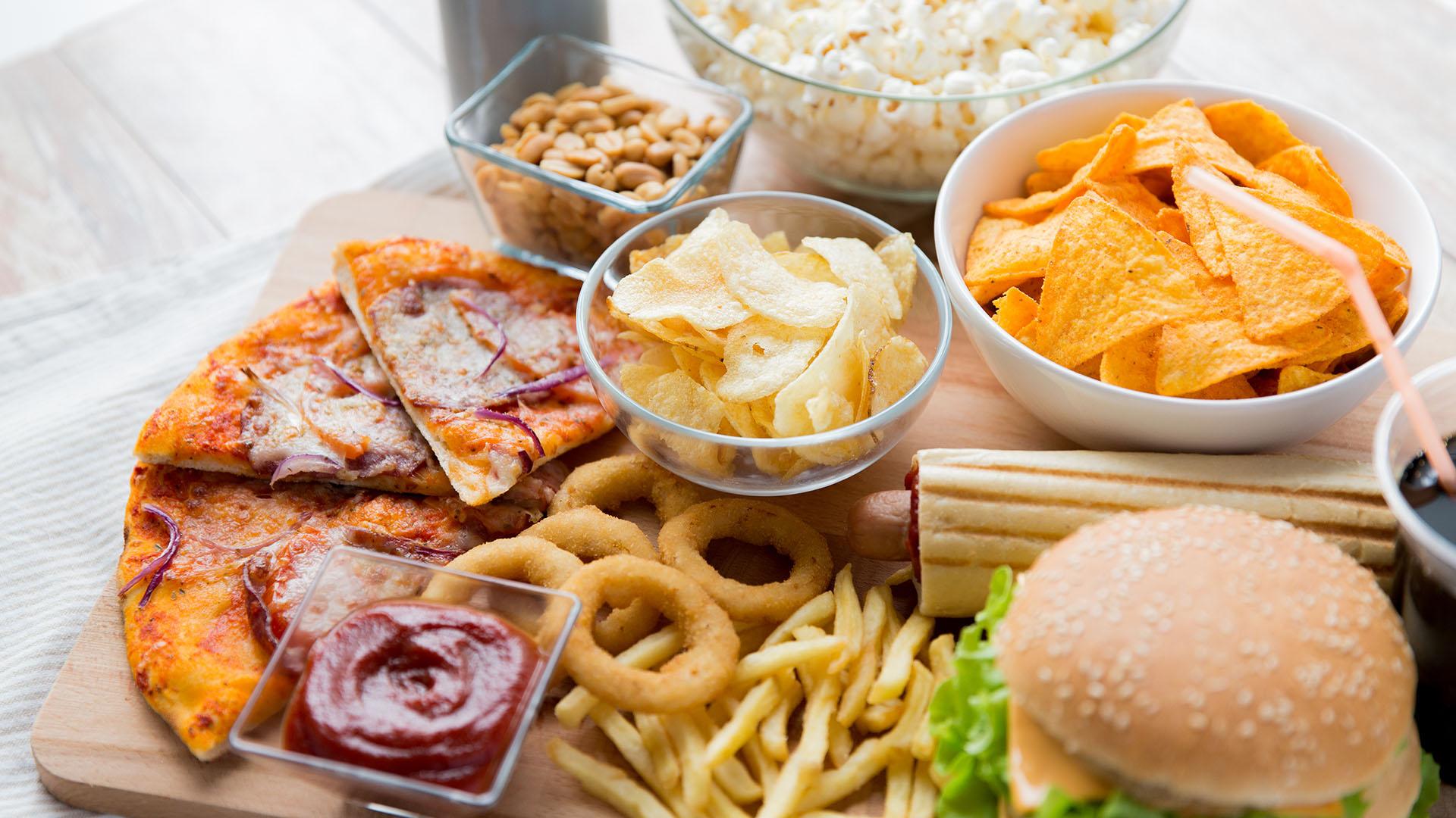 El 60% de los adultos prefiere una alimentación basada en snacks (Shutterstock)