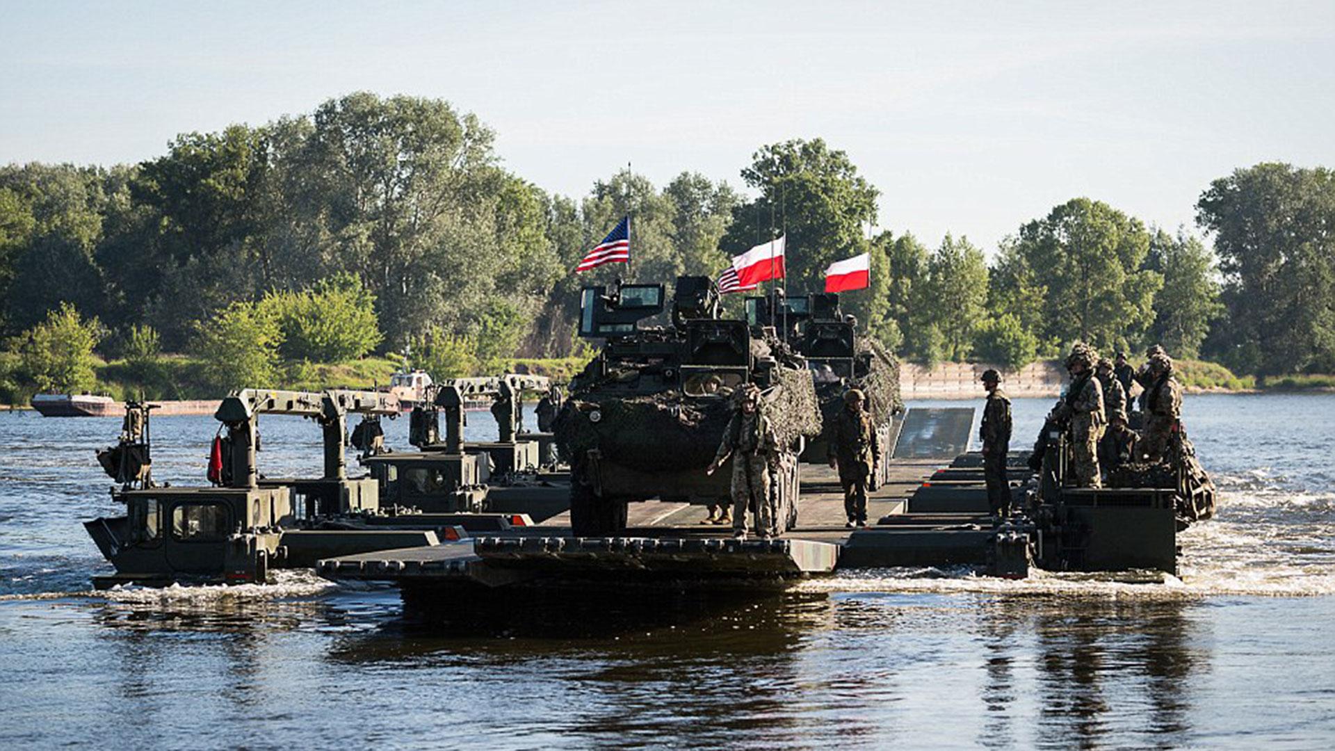 Los M3 Amphibious Rigs son puentes portátiles que permiten unir márgenes de ríos en cuestión de minutos