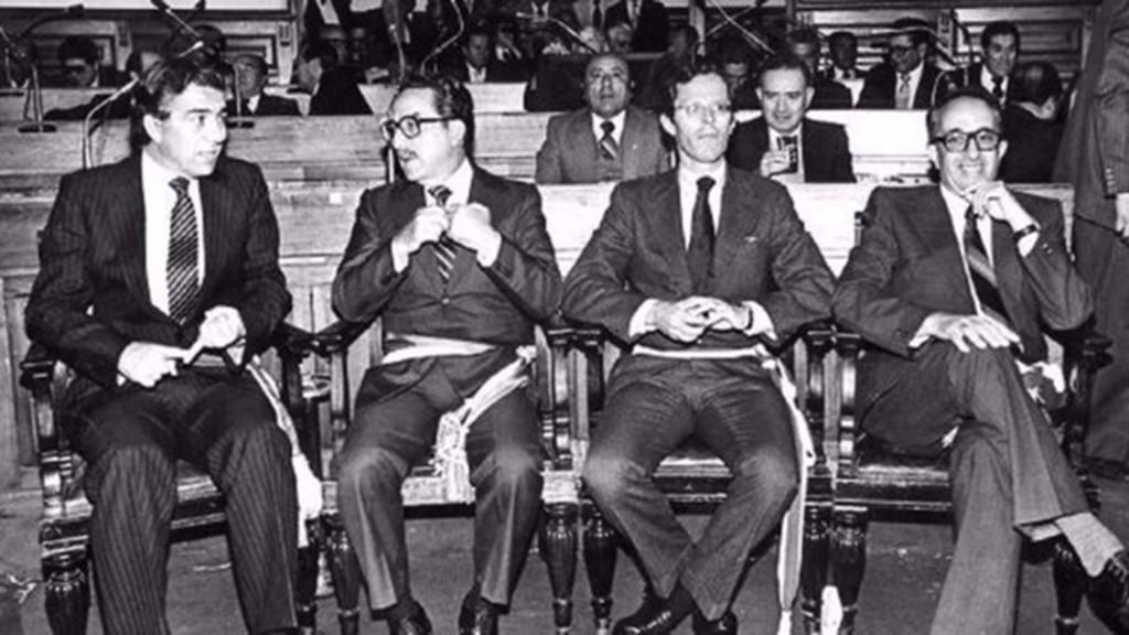 Pedro Kuczynsi, tercero desde la izquierda, ministro de energía y minas en 1980 (Gentileza La República)
