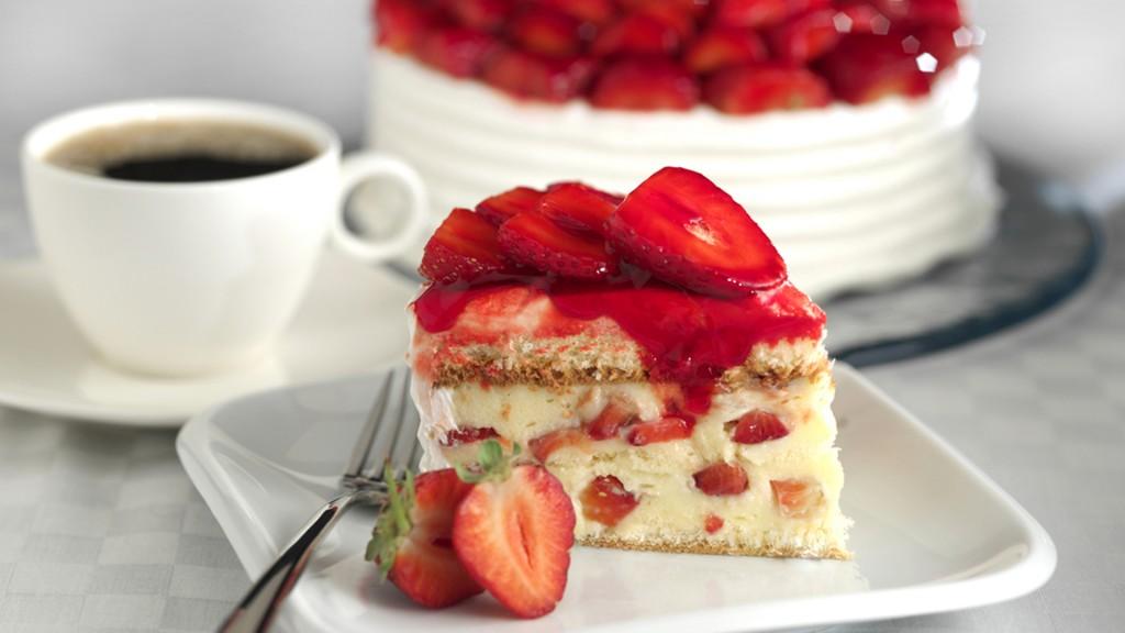 La forma curva y el color rojo de las frutillas preparan al cerebro para probar algo dulce(Shutterstock)
