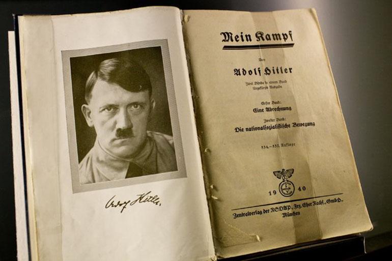 La primera edición del polémico libro escrito por el dictador en 1925