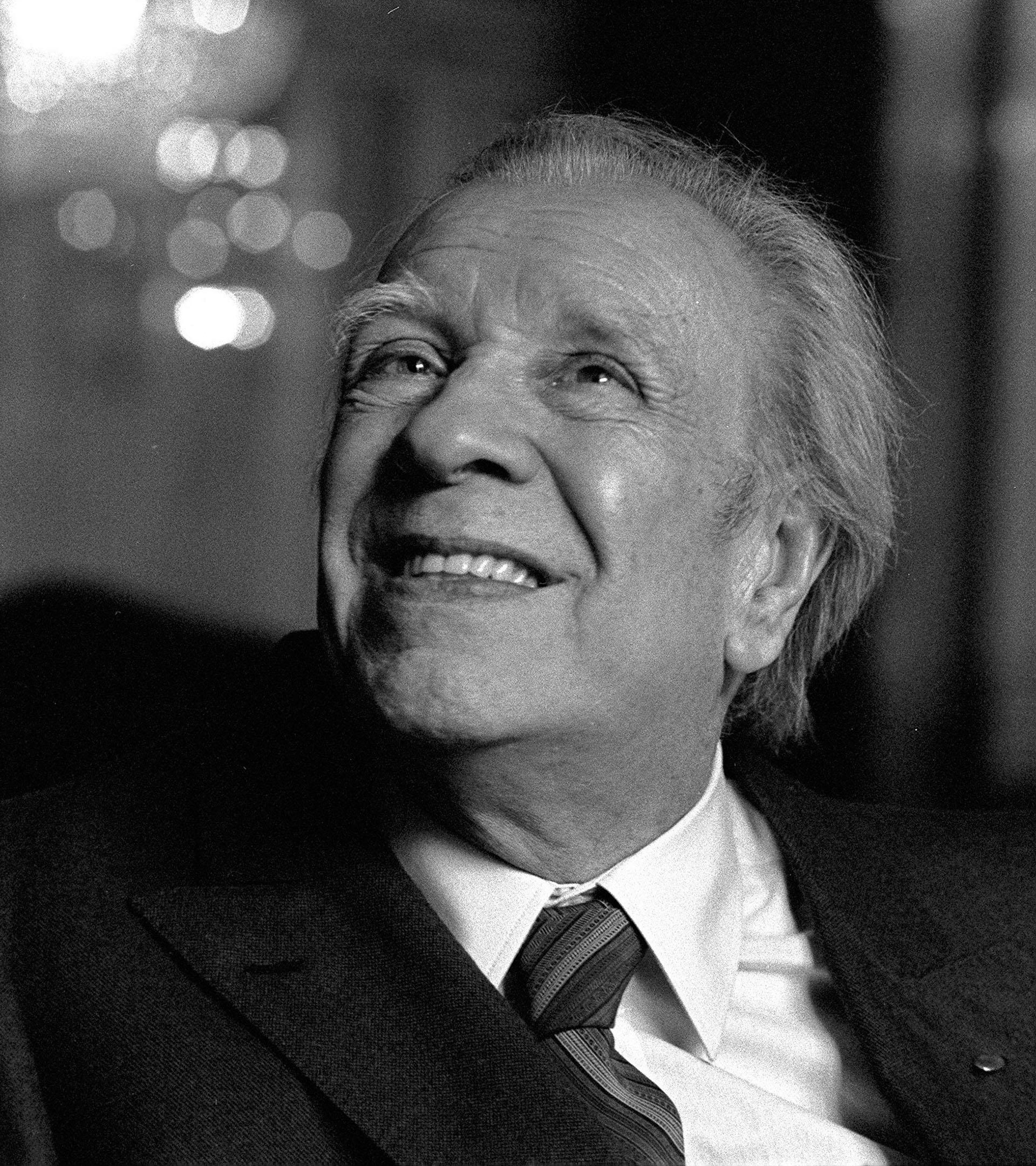 """Borges se enteró del """"affaire"""" centroamericano y leyó el libro de Álvaro Menen Desleal"""