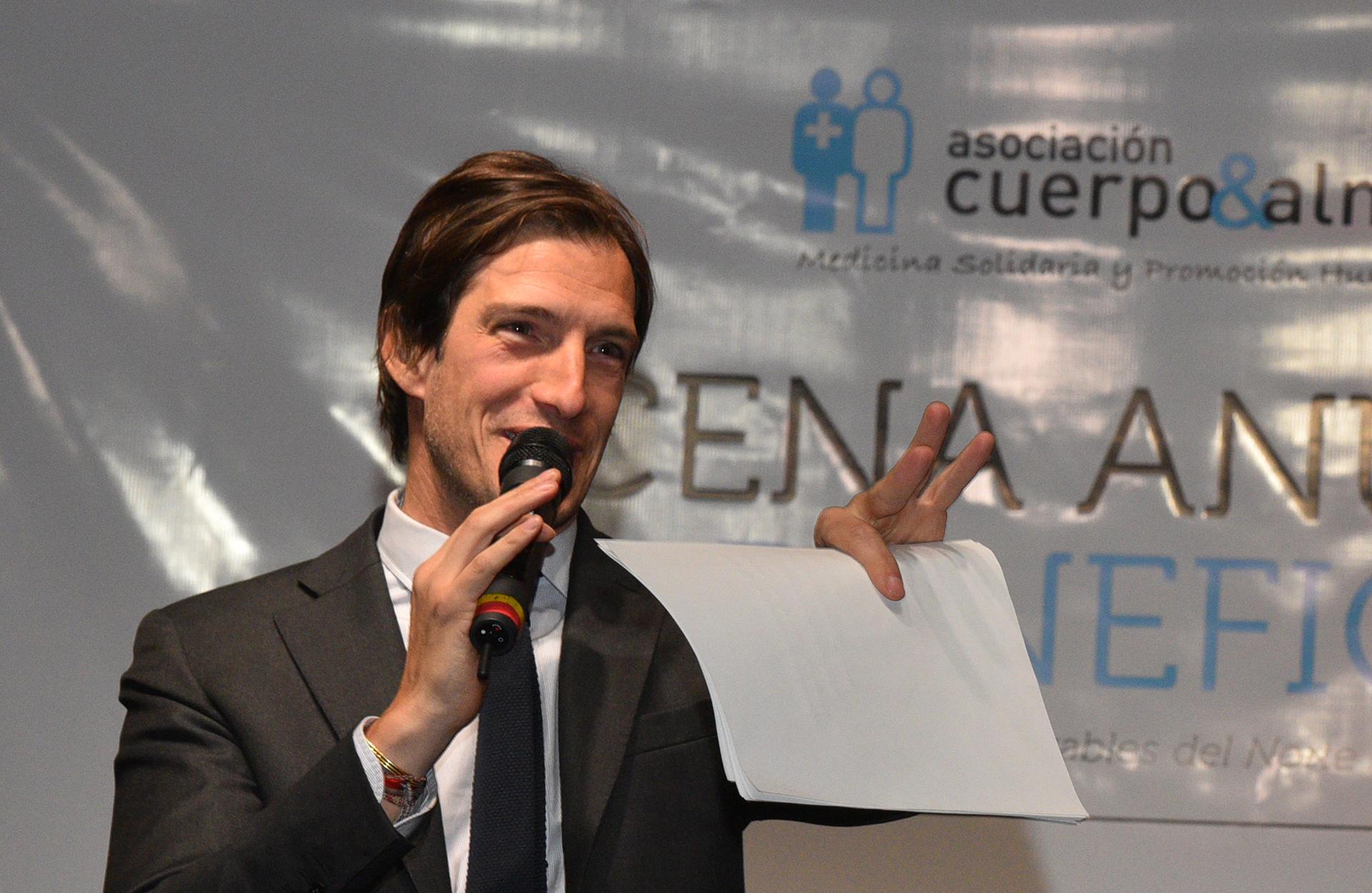 """Iván de Pineda estuvo a cargo de la subasta solidaria, en la que se remataron distintos lotes a total beneficio de """"Cuerpo & Alma"""""""