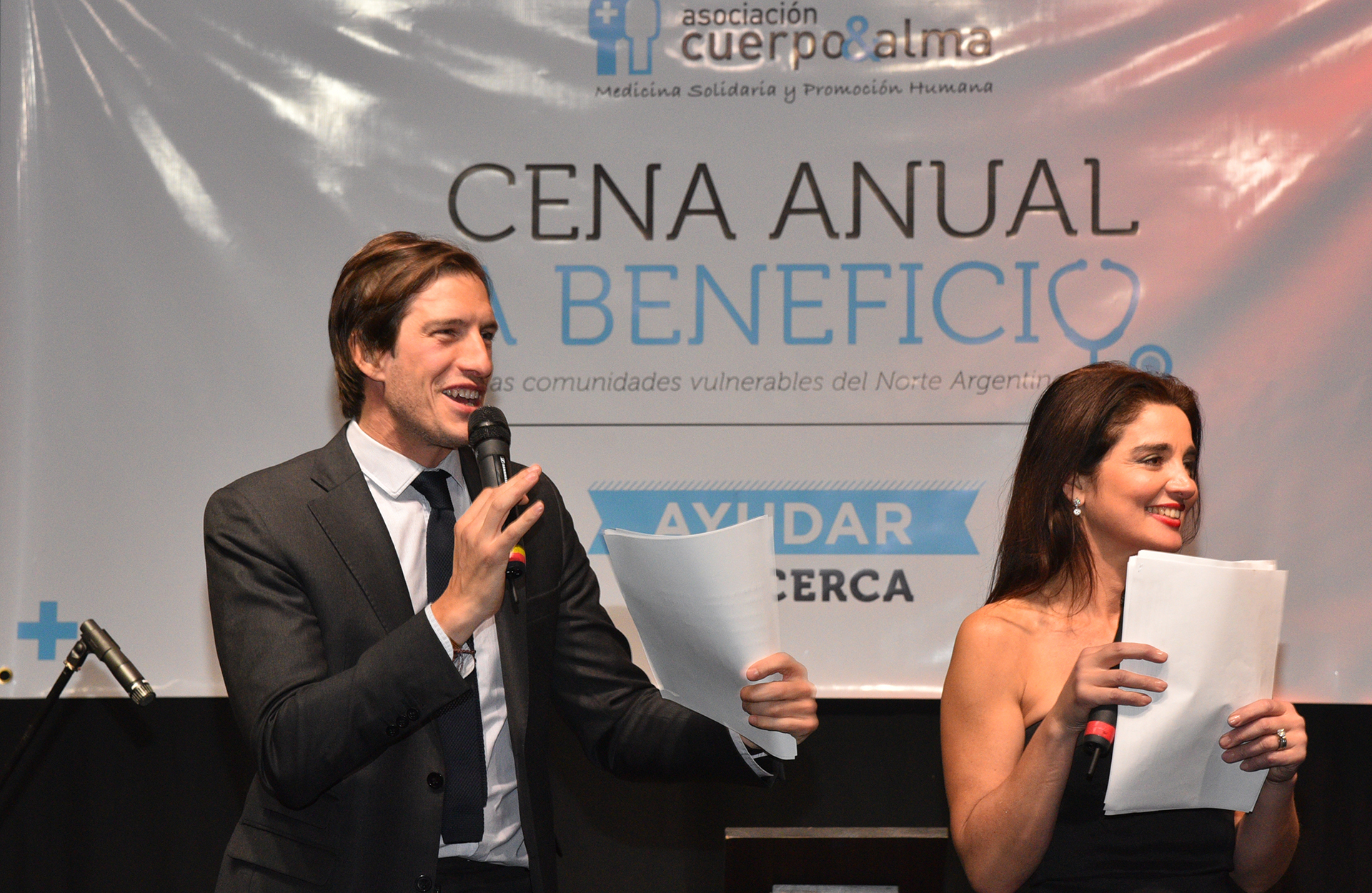 Iván de Pineda y Verónica Varano, la conductora del evento