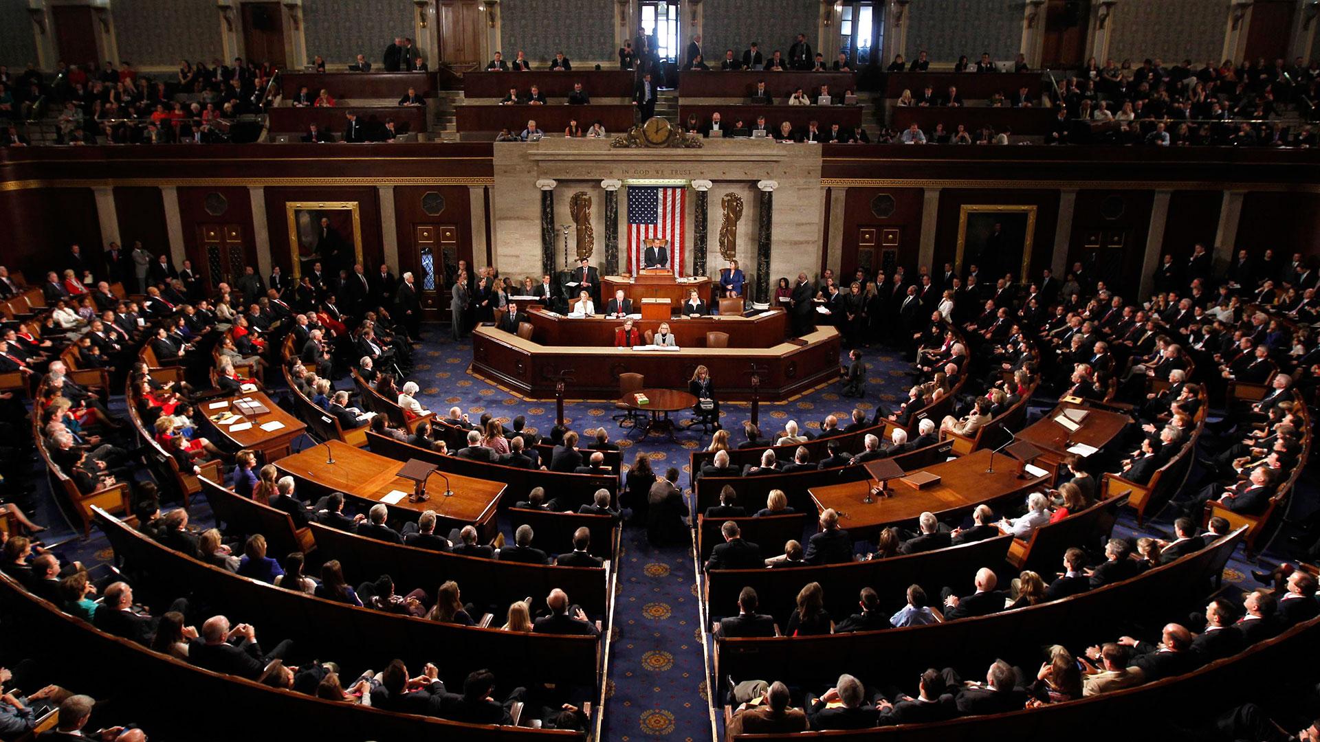 La mayoría republicana aprobó una extensión del presupuesto por cuatro semanas; la medida aún debe ser votada en el Senado antes del viernes por la noche para evitar la paralización del gobierno