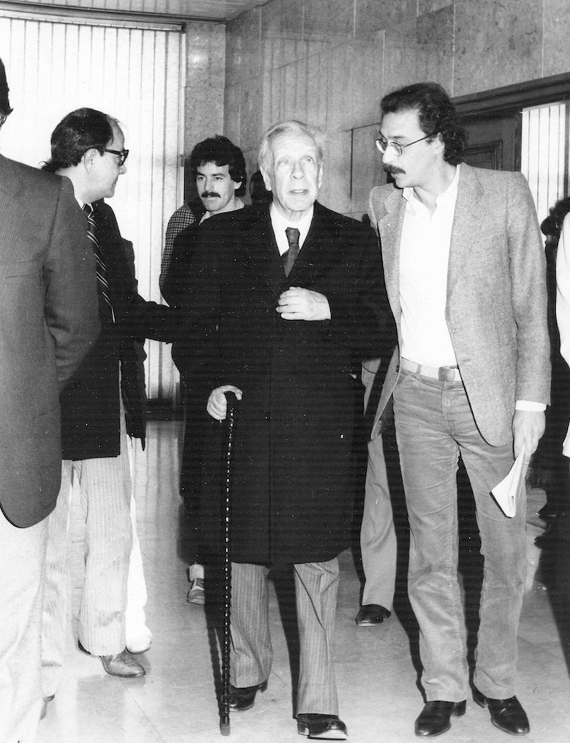 Juan Martini junto a Jorge Luis Borges