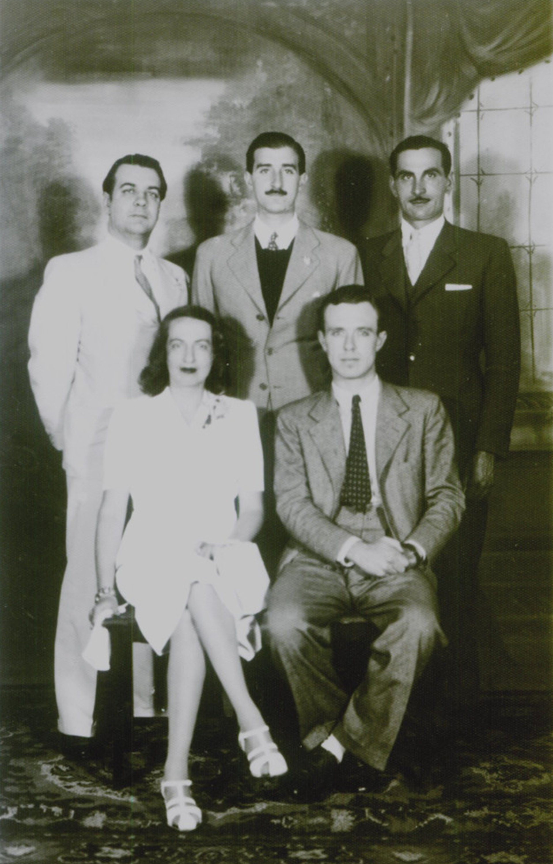 Borges (de pie a la izquierda), testigo del casamiento de Silvina Ocampo con Adolfo Bioy Casares