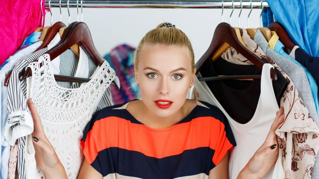 La mujer pierde 17 minutos al día en la elección de su outfit (Shutterstock)