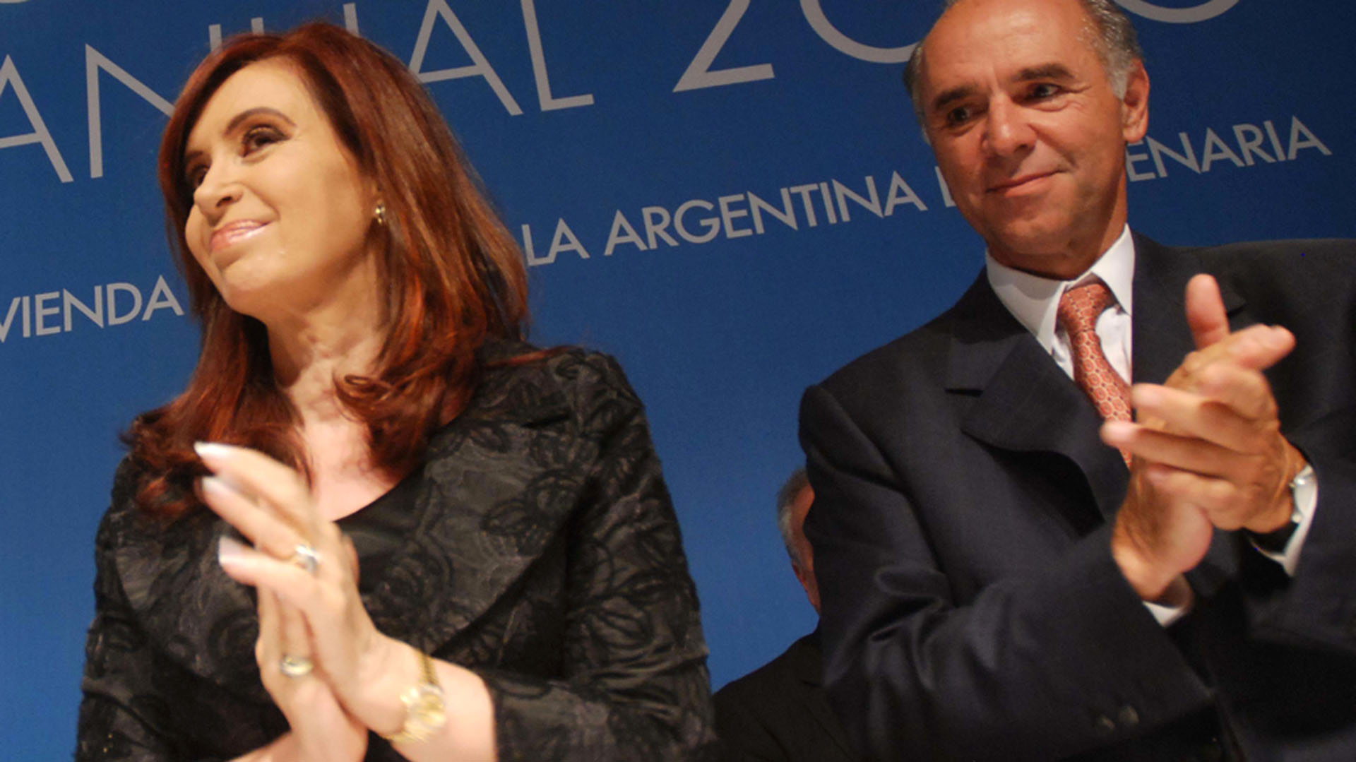 Cristina Kirchner en un evento junto al presidente de la CAC, Juan Chediak. (Télam)