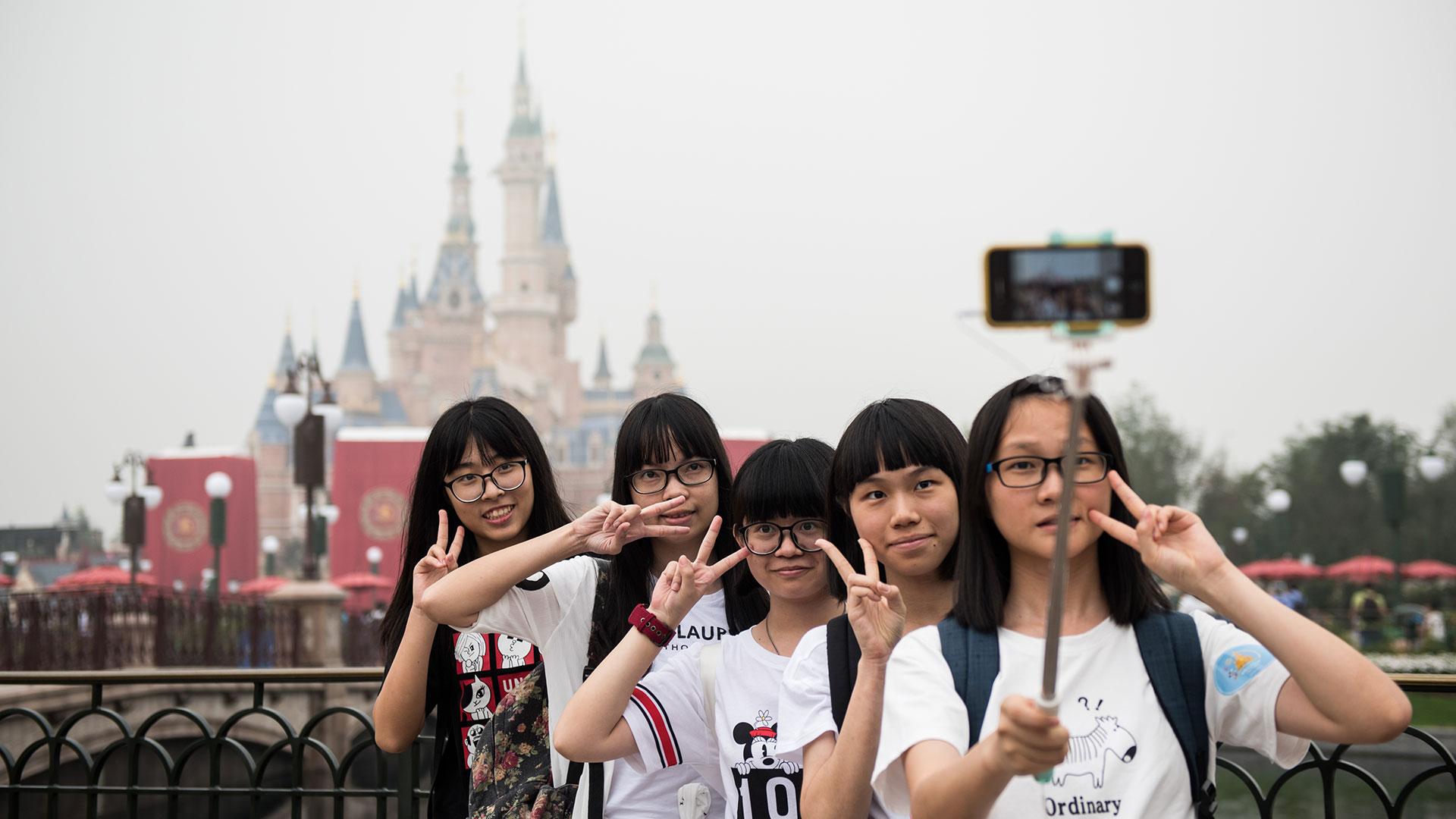 Miles de personas acudieron a la inauguración del parque (AFP)