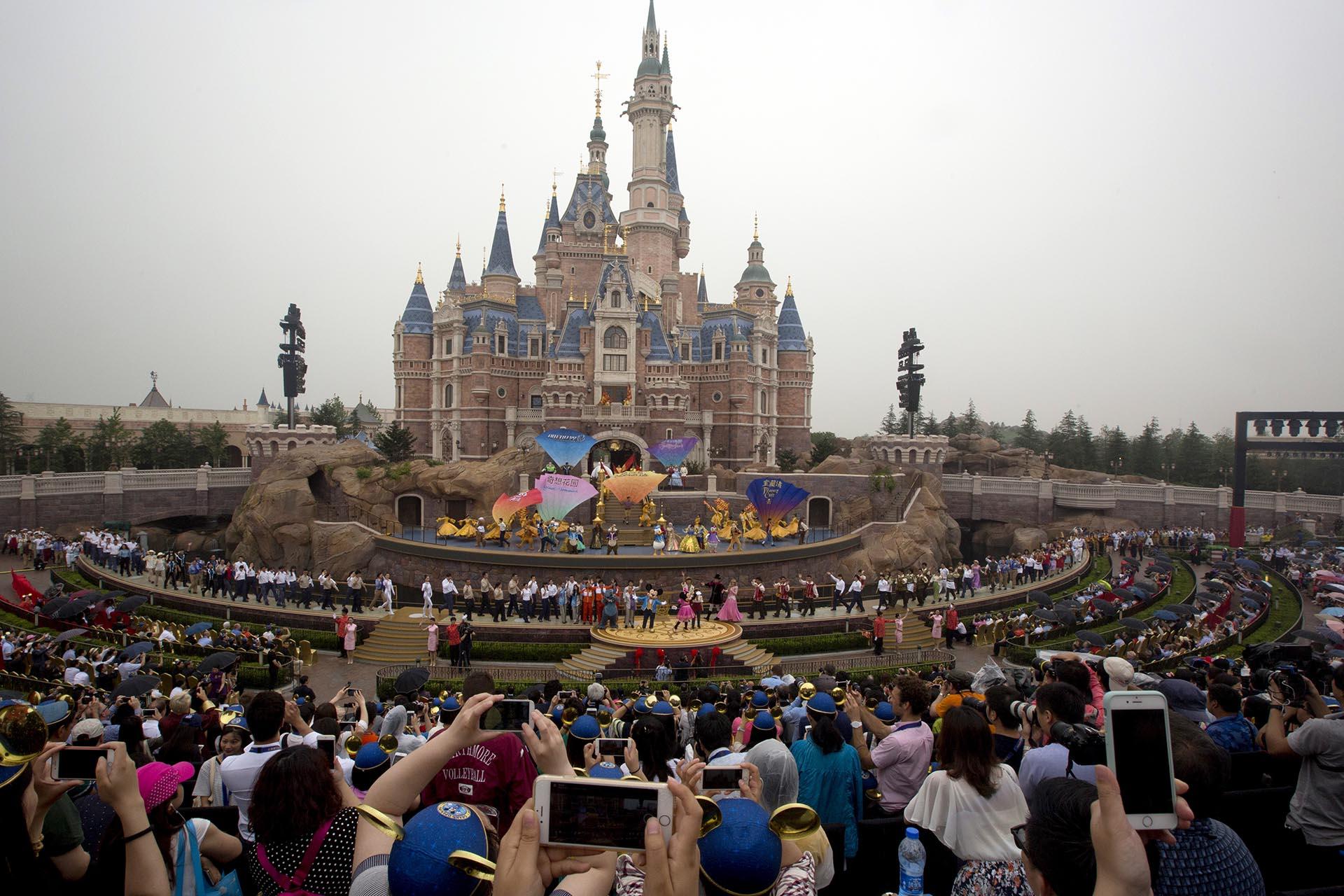 Disney acaba de inaugurar su primer parque en China (AP)