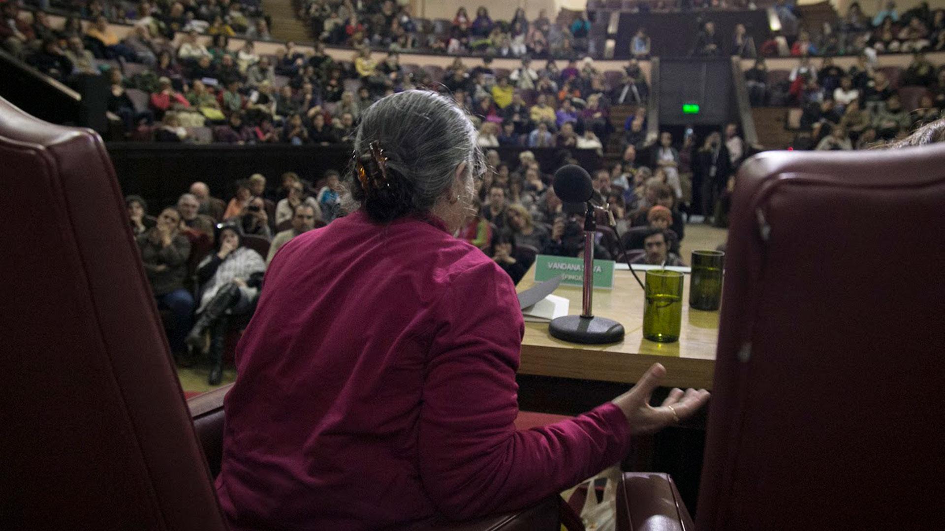 Vandana Shiva habló ante una audiencia de centenares de personas en Buenos Aires (FINCA)
