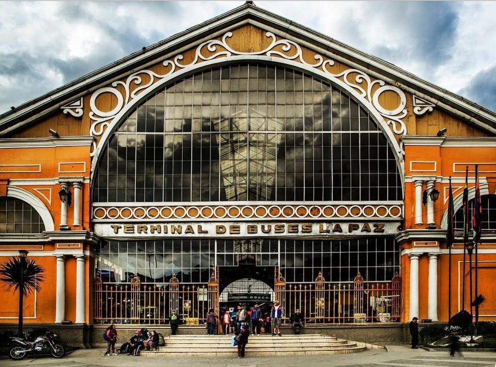 La terminal de buses fue pensada para ser la estación de ferrocarril más importante de la capital boliviana