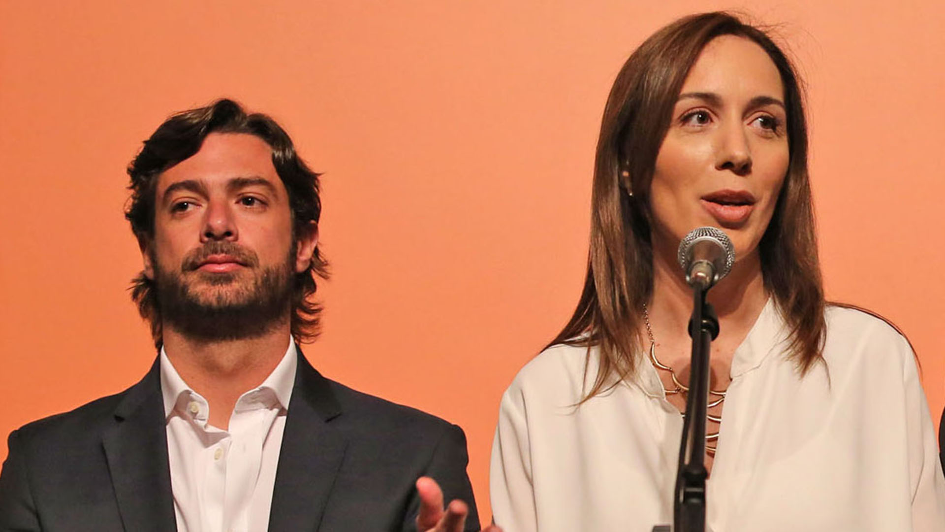 Federico Salvai junto a la gobernadora Vidal (Télam)