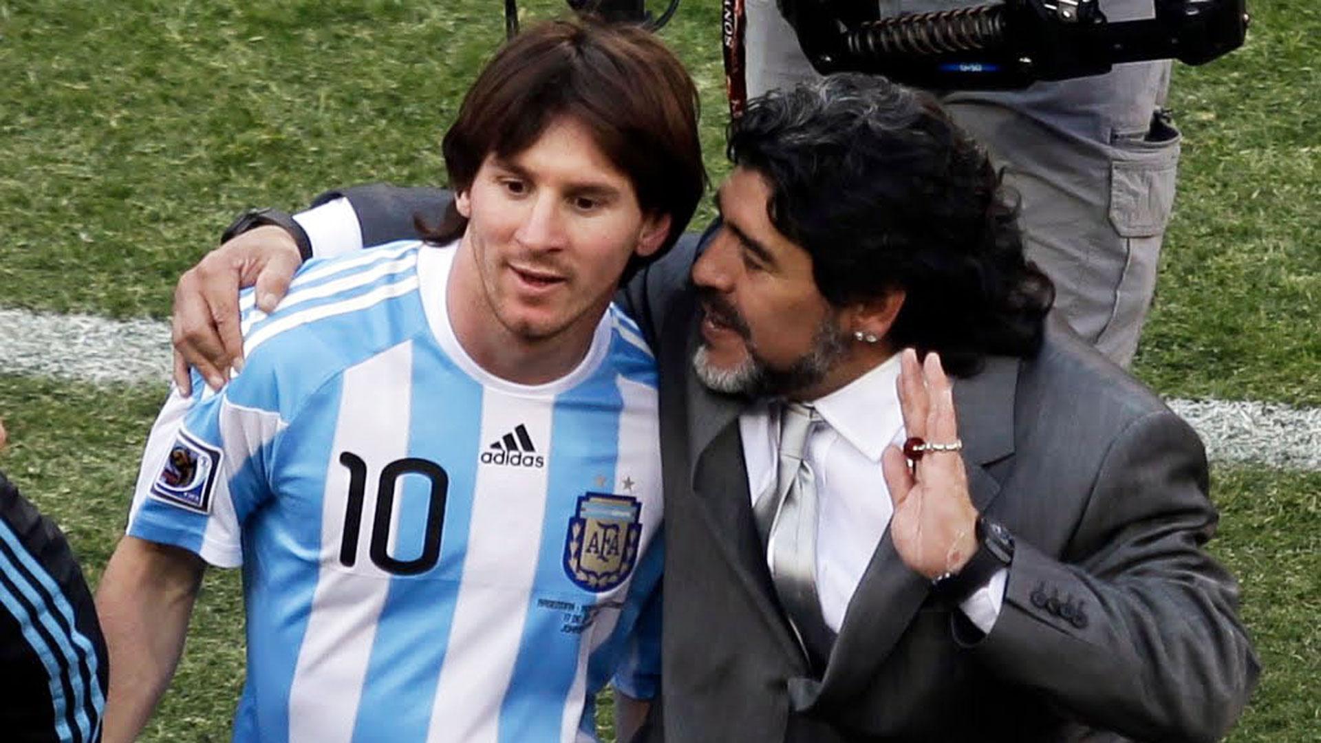 Maradona dirigió a Messi durante el Mundial de Sudáfrica 2010 (AP)