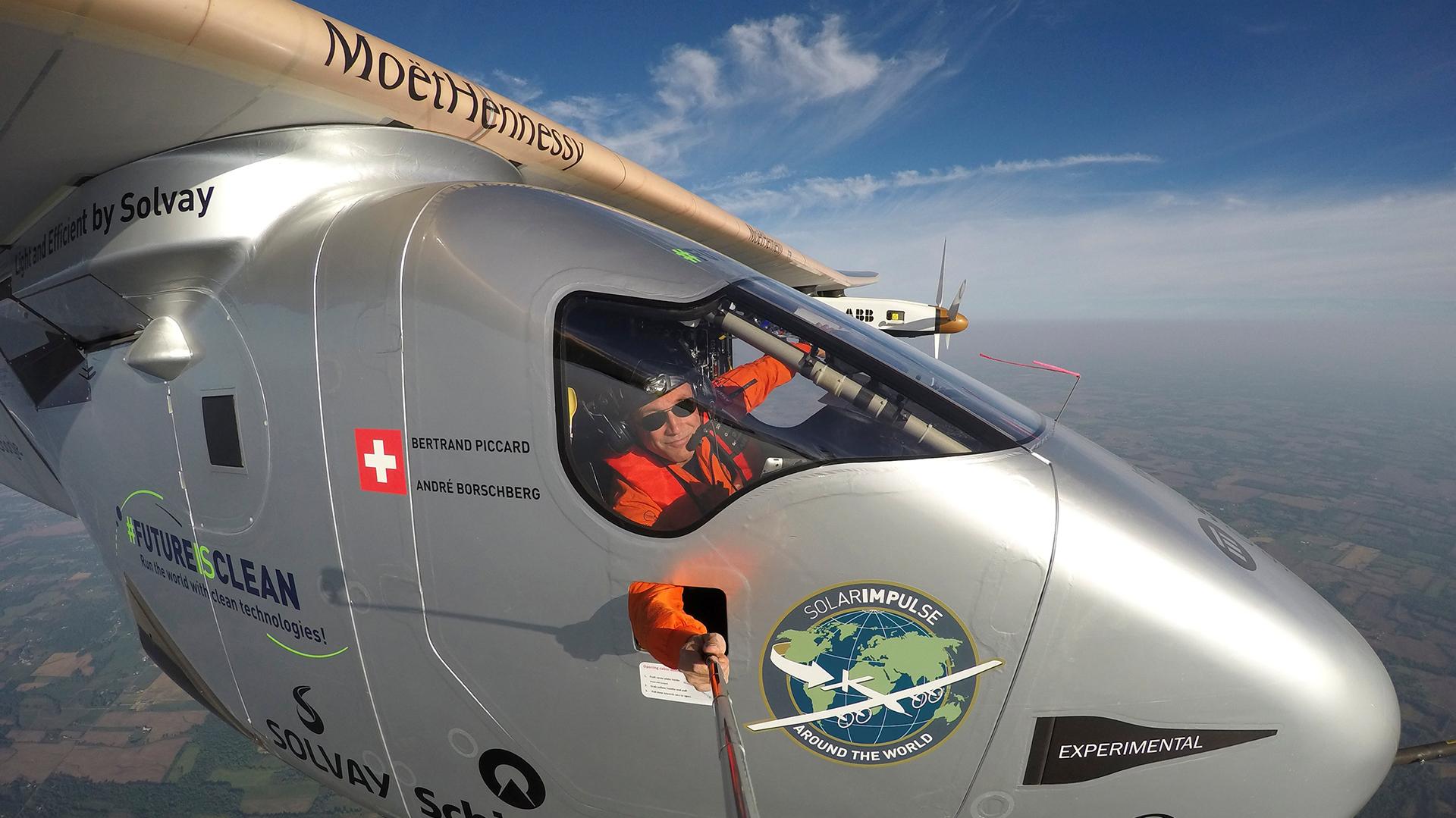 """Piccard ha señalado que su viaje desde el Nuevo al Viejo Mundo no ha sido solo geográfico sino, también, simbólico, porque ha traído a Europa """"el nuevo mundo de las tecnologías limpias y del respeto a la naturaleza"""", del que se ha proclamado """"embajador"""""""