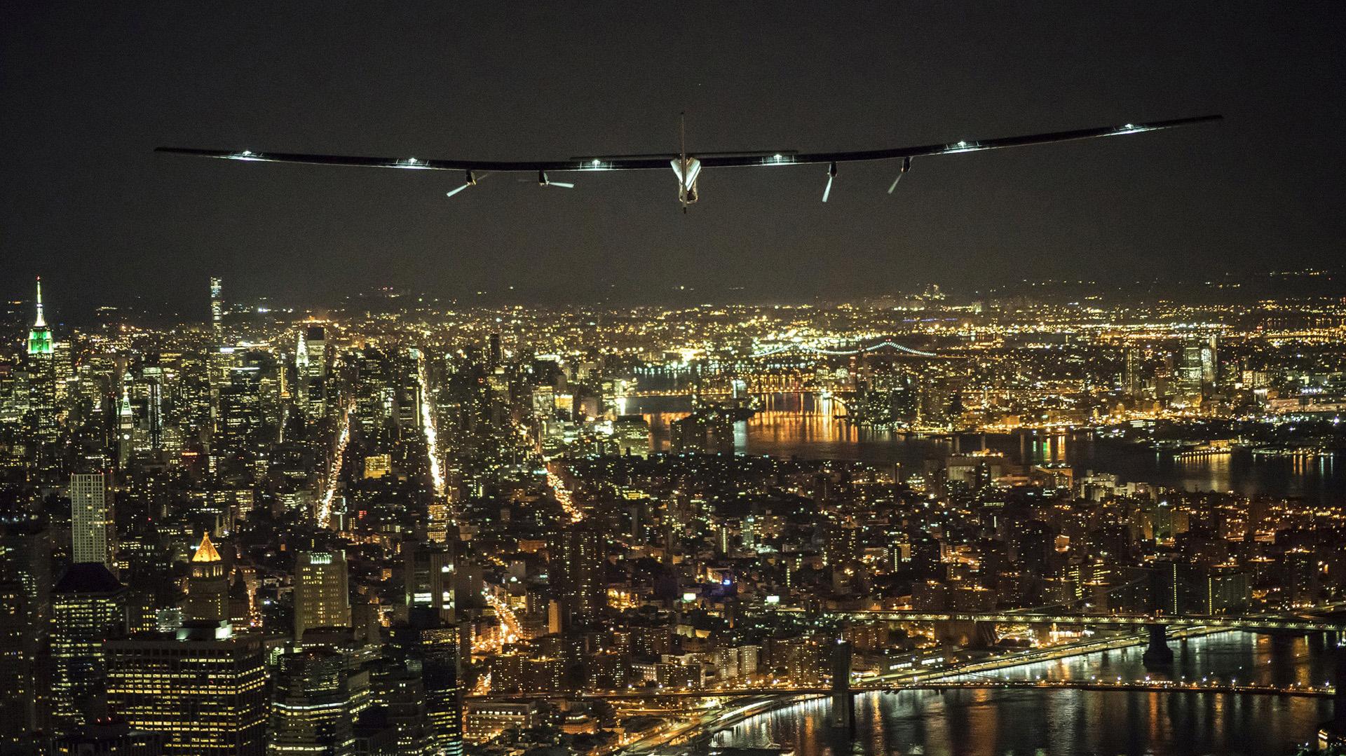 Vuelo del Solar Impulse 2 sobre Manhattan (Reuters)