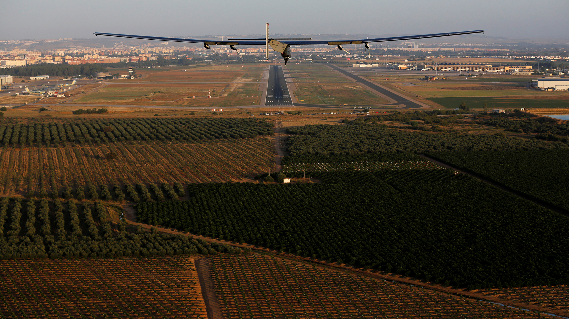 The solar-powered plane Solar Impulse 2, piloted by Swiss aviator Bertrand Piccard, is pictured before landing at San Pablo airport in Seville, southern Spain June 23, 2016. REUTERS/Marcelo del Pozo
