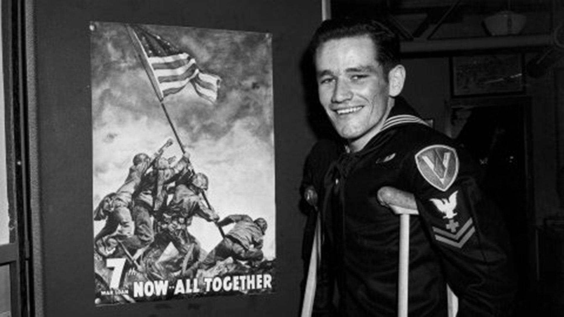 John Bradley, hasta ayer se creía que era uno de los seis marines que participaron del izamiento de la bandera en el Monte Suribachi, en Japón. Su hijo escribió un libro que fue best seller. Y Clint Eastwood rodó una película que fue un éxito con su historia