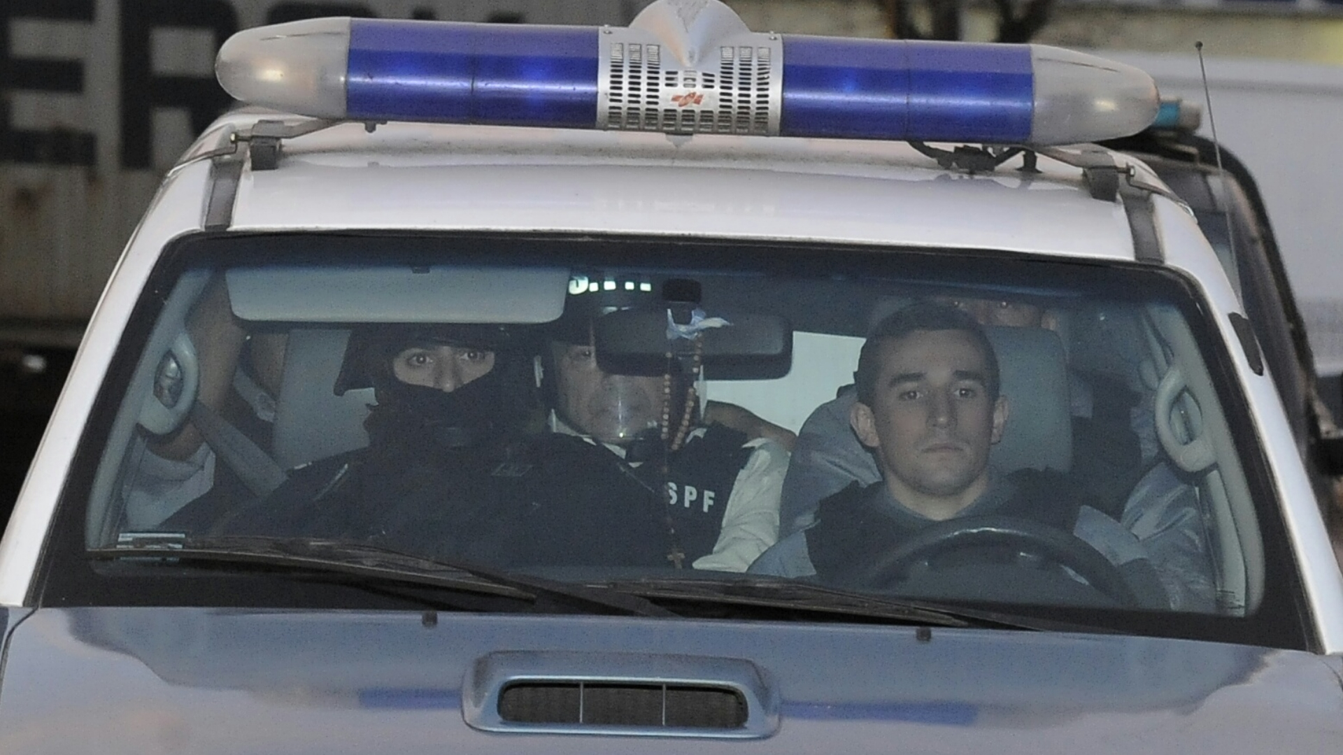 Así llegó Lázaro Báez, con el chaleco del Servicio Penitenciario Federal (Adrián Escandar)