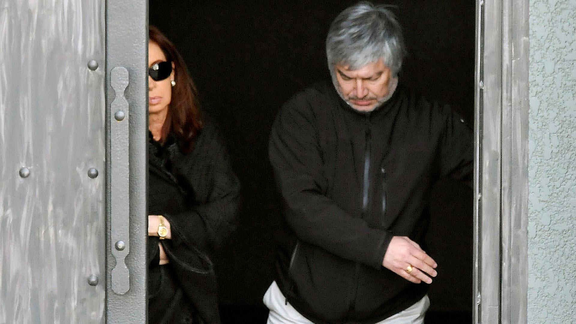 """El 18 de febrero de 2013, Cristina Kirchner y Lázaro Báez estuvieron juntos en el mausoleo que el empresario de Austral Construcciones le construyó a """"su amigo"""" Néstor Kirchner."""