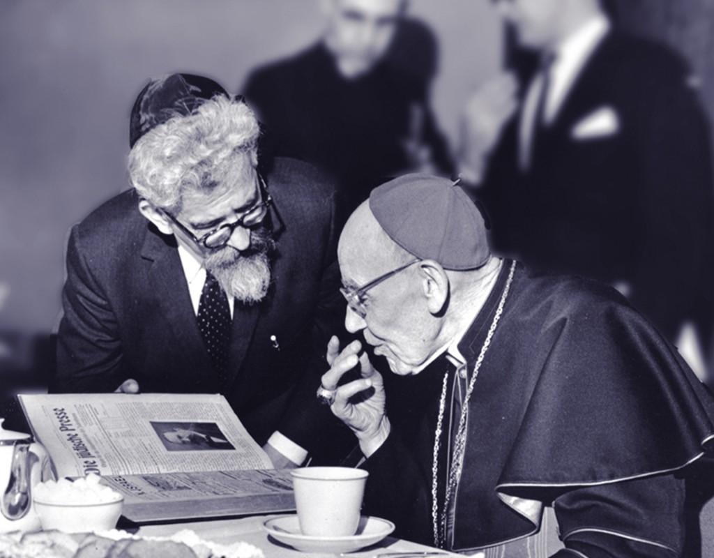 """El rabino Abraham Heschel reunido con el cardenal Augustine Bea, quien dirigió el proceso de elaboración de """"Nostra aetate"""". Fecha: 31 de mayo de 1963 (foto: American Jewish Committee)"""