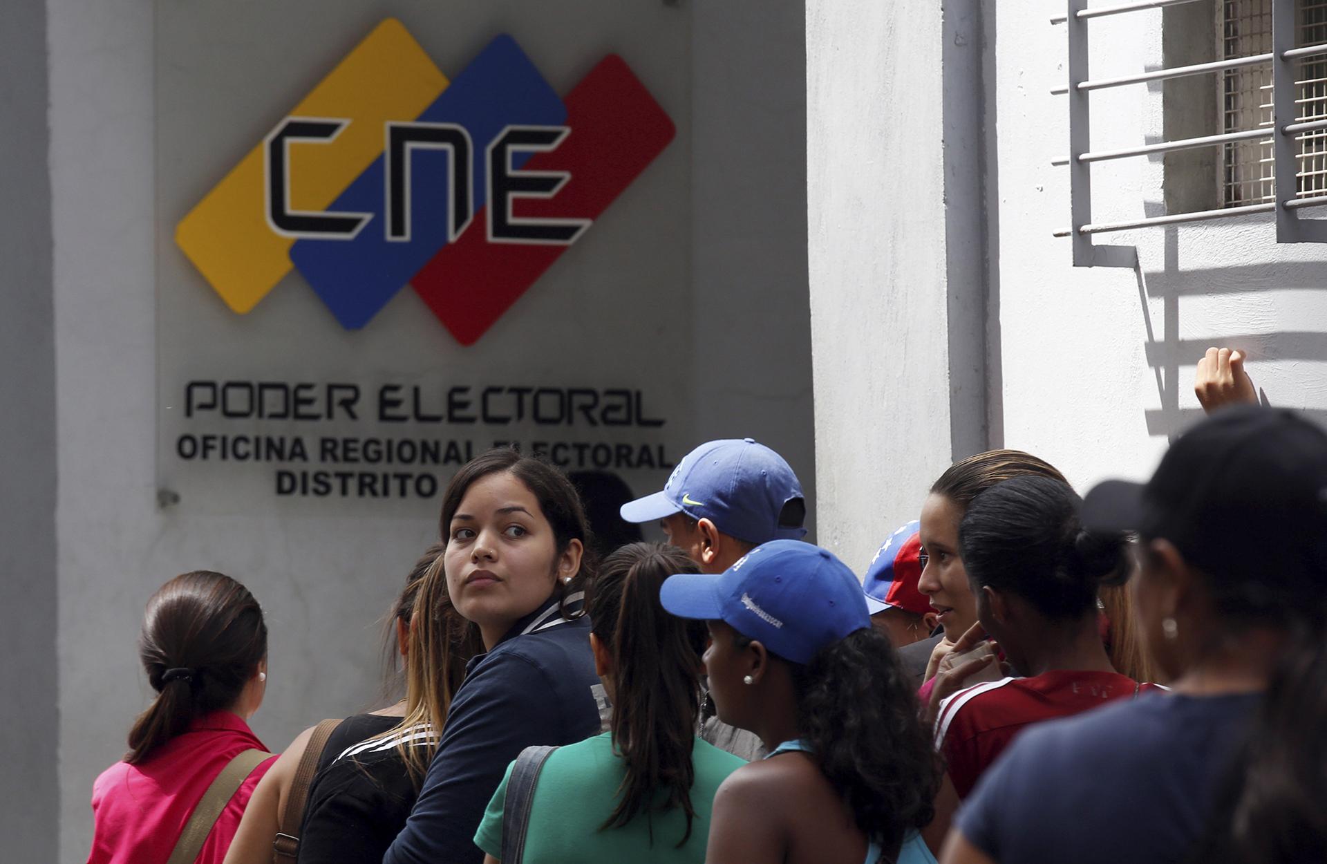 La oposición venezolana logró validar las firmas necesarias para el revocatorio contra Nicolás Maduro ante el Consejo Nacional Electoral (Reuters)