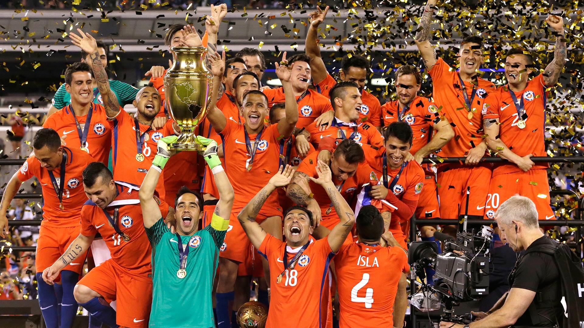 La selección chilena celebró un nuevo triunfo en la Copa América con la victoria ante Argentina (AP)