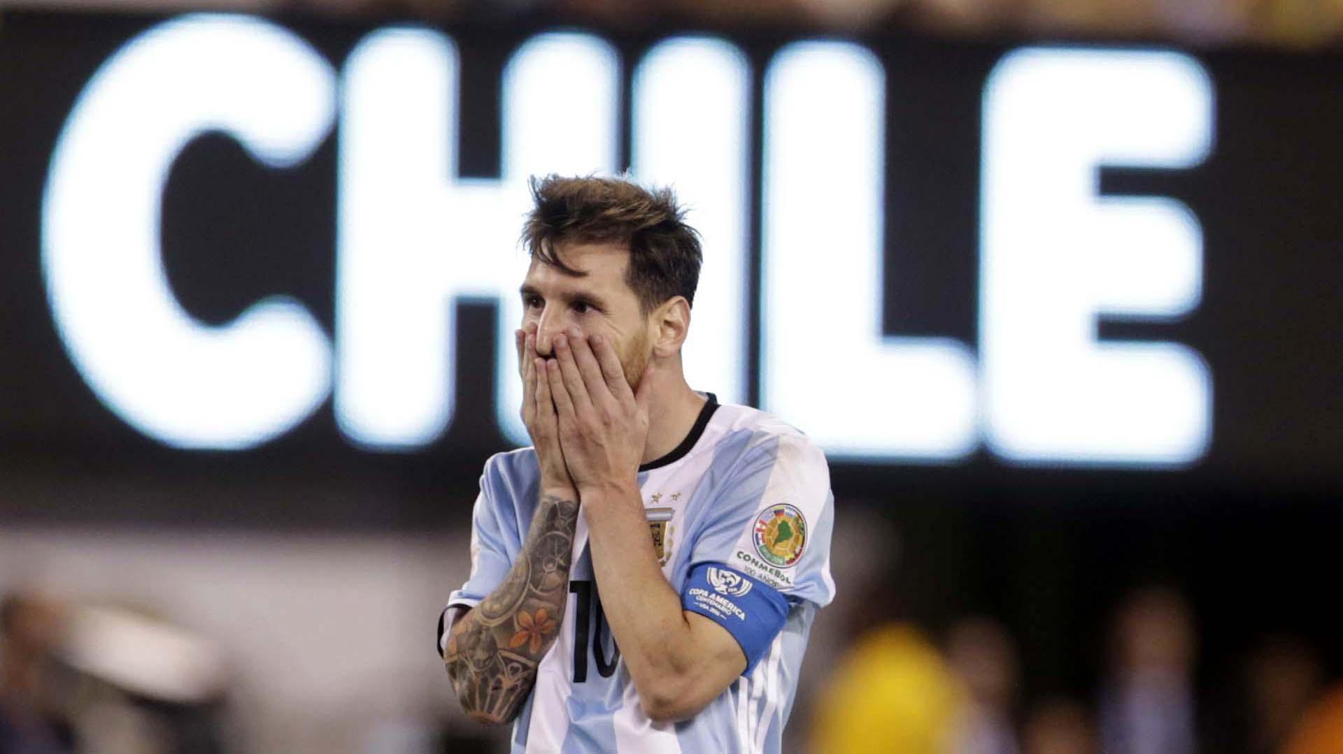 Después de la derrota ante Chile en la final de la Copa América, Lionel Messi presentó su renuncia a la selección argentina (Reuters)